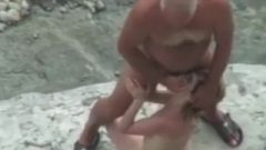 Camra Takes Old Dude Nailing Chick On The Beach